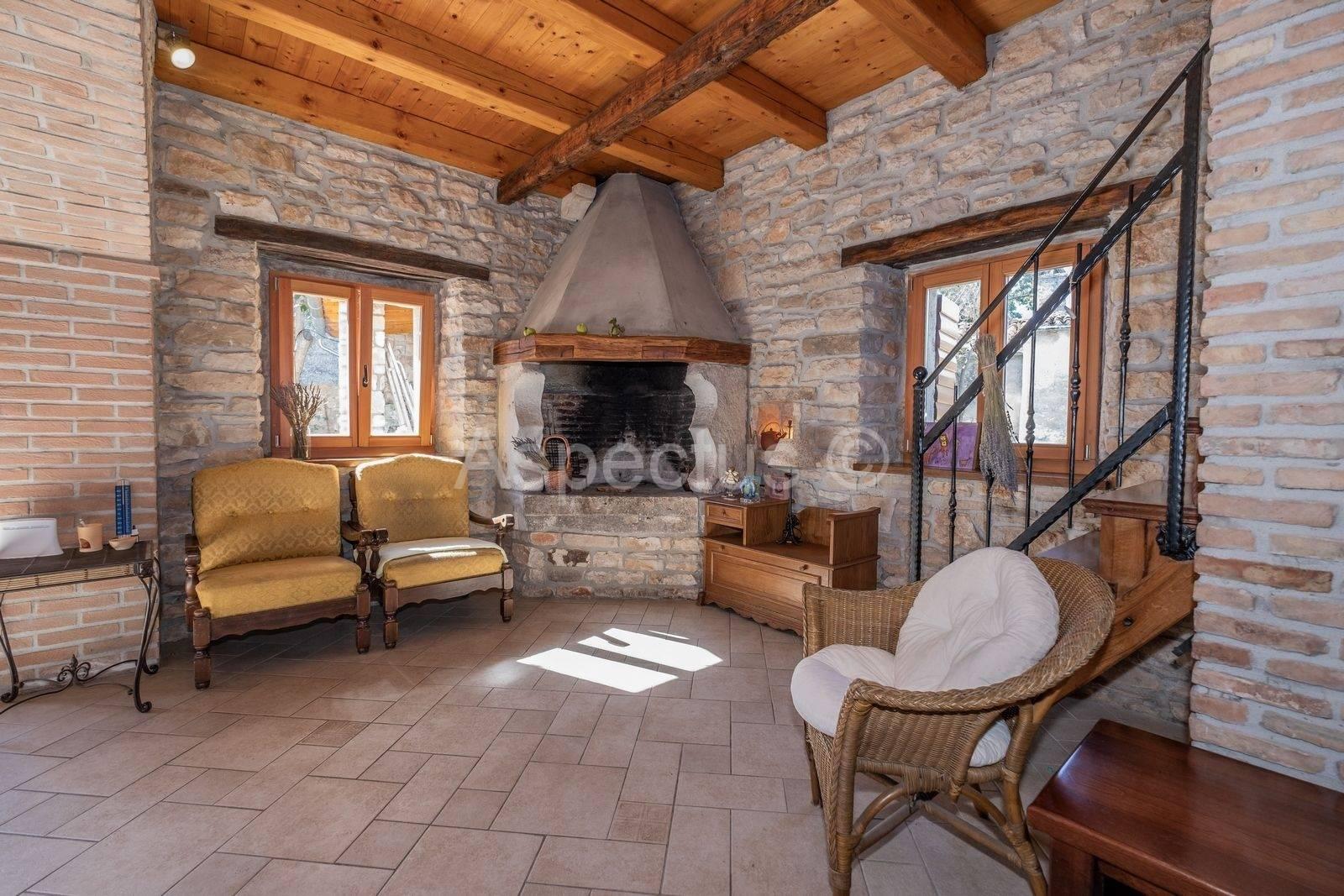 Soggiorno Con Pietra A Vista casa in pietra con cortile, vista mare, barban - aspectus