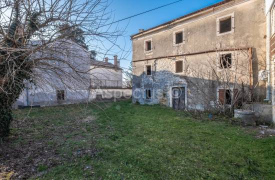 Sale, stone house in the center of Kanfanar