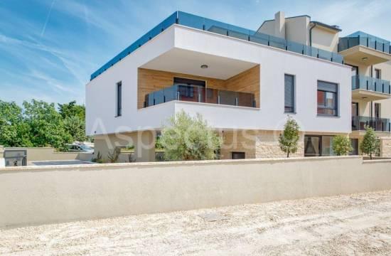 Nova hiša 243,33m2, opremljena, ob morju, Medulin