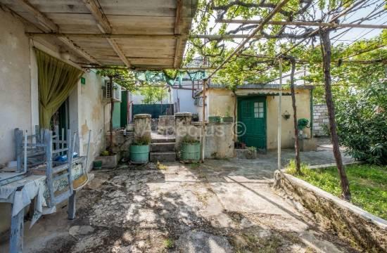 Каменный дом 45м2, гараж, двор, Пула