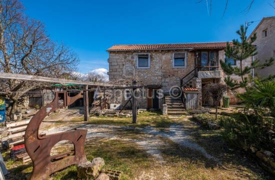 Detached stone house with garden, Kanfanar