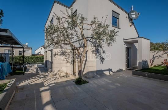 Nova moderna hiša, samostojna, bazen, Pula, Stinjan