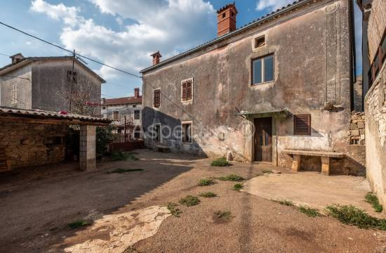 Stone house 160m2 with yard, Marcana, Peruski