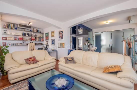 Lussuoso appartamento 202,40m2 al primo piano, Umago