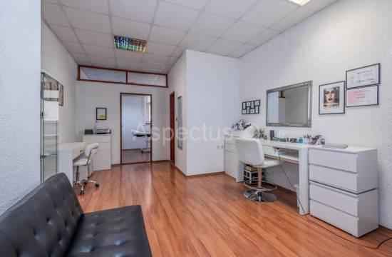 Uredski prostor 35,14m2 na 1.katu u poslovnoj zgradi, Pula