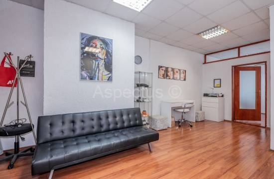Office space 35,14m2 on the 1st floor of an office building, Pula