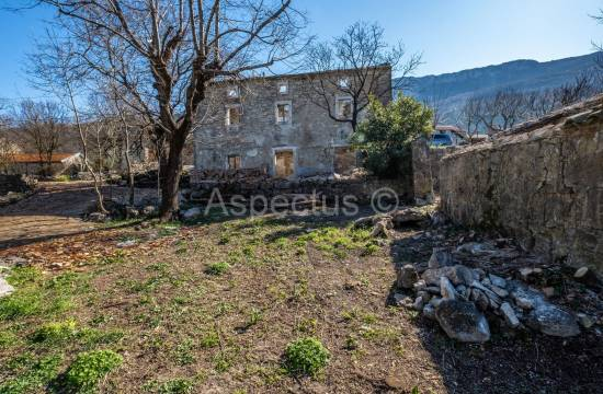 Stone house for renovation located on the edge of the village, Kozljak, Labin
