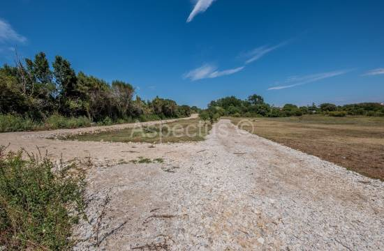 Land of 501m2 only 3 km from the center, Pula, Veli Vrh