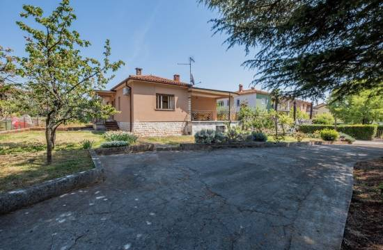 House in an attractive location, ground floor, Umag