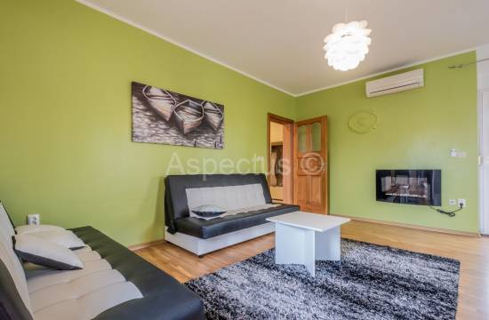 Two bedroom apartment on the 1st floor only 450m from the beach, Fazana