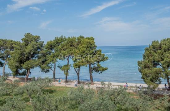 Apartment first row to the sea, two bedrooms, sea view, Fazana