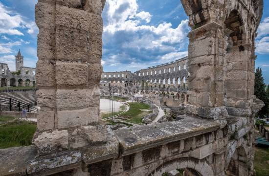 Two one bedroom apartments near the Amphitheater located on the 3rd floor, Pula, Center