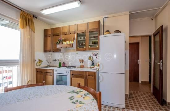 Квартира расположена на 14 этаже, две спальни, панорамный вид на море, Пула, Видиковац