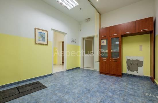 Appartamento al piano terra di un edificio residenziale, due camere, Centro, Pula