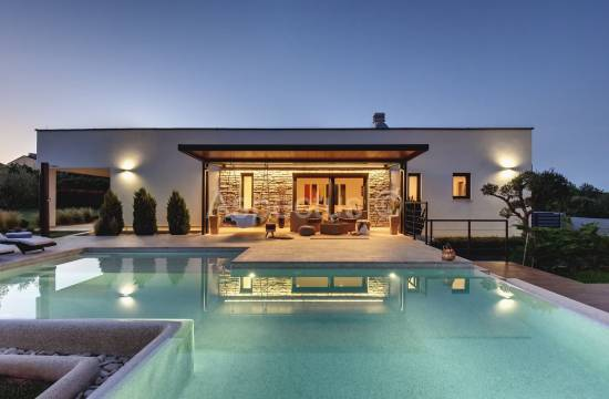 Attractive modern house with pool, Medulin