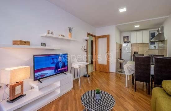 Квартира расположена на 1 этаже, двухкомнатная, меблированная, Пула