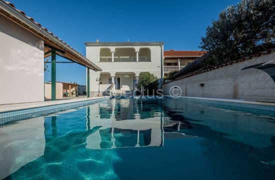 Nova kuća sa bazenom, namještena, pogled more, Pula