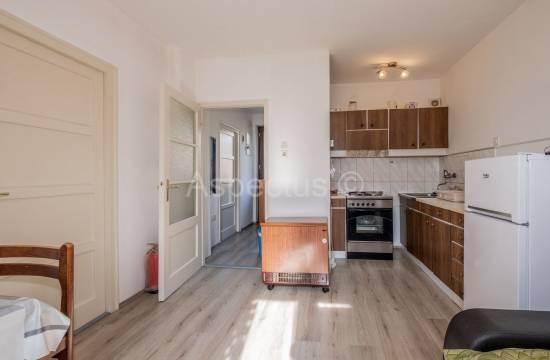 Appartamento al 1 ° piano, due camere da letto, arredato, Pula, Kaštanjer