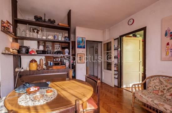 Appartamento situato al 1 ° piano, due camere da letto, Pula, Kaštanjer