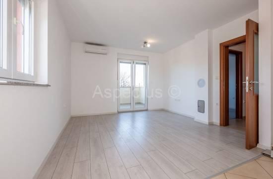 Apartma, ena spalnica, vrt, parkirišče, Šišan, Center