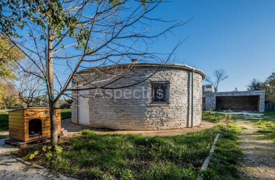 Stone house 51m2 surrounded by greenery, Liznjan