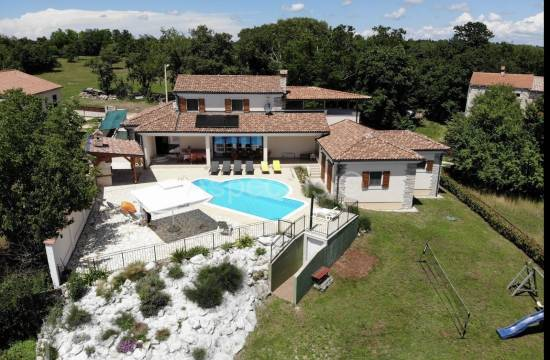 Detached villa with pool 25 km from Rovinj