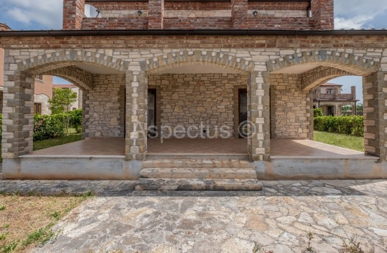 Kamena kuća u mirnom naselju nadomak Vodnjana