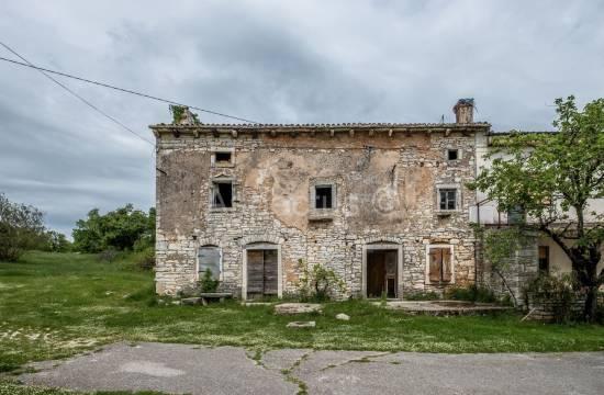 Kamena kuća sa velikom okućnicom u Istri