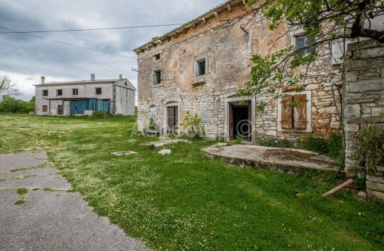 Samostojeća kamena kuća sa okućnicom, Šajini