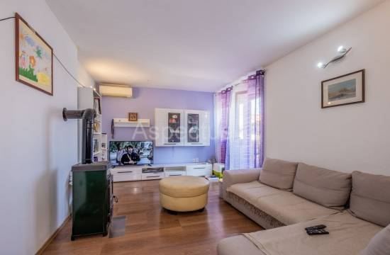 Apartment, two bedrooms, 1st floor, comfortable, Pula, Kaštanjer