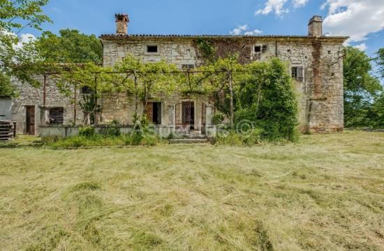Steinhaus auf einem Hügel mit großem Potenzial, Šumber, Labin