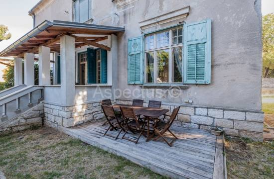 Apartment in a villa, two bedrooms, furnished, garage, yard, Pula, Veruda