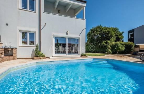 In der Nähe von Pula, Haus mit Pool, 3 Schlafzimmer, möbliert, Hof und Parkplatz