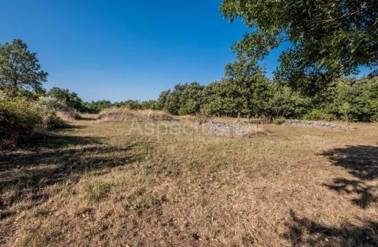 Terreno edificabile 2647 m2 ai margini del villaggio, vista mare, vicino a Dignano