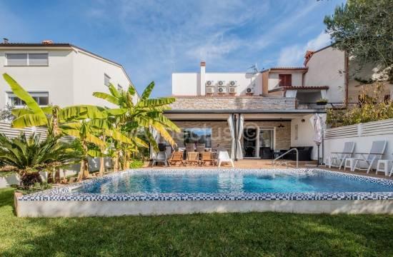Kuća na atraktivnoj lokaciji svega 300m od plaže, Fažana