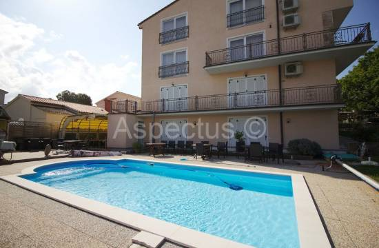 Hotel za prodajo s 19 sobami, pogled na morje, Pula