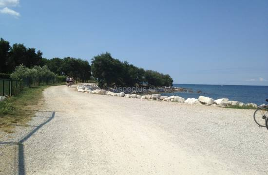 Building plot 4 931m2, first row from the sea, Umag