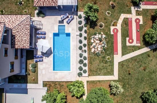 Luksuzna vila sa bazenom na mirnoj lokaciji, Svetvinčenat, Istra