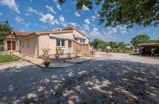 House 240 m2, three separate apartments, garden 1800m2, Rovinj