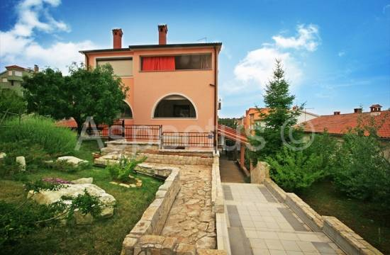 Pula, detached house with 5 apartments and penthouse of 200m2