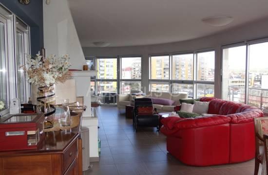 Stan u Puli, penthouse 131 m2