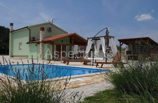 In vendita, case di 120m2 con piscina, Svetvinčenat