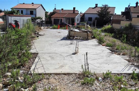 Građevinsko zemljište sa plaćenim projektom za 6 stanova, Pula, Valdebek