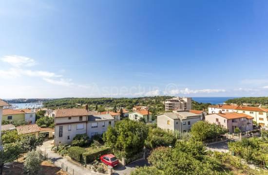 Luksuzna hiša s tremi apartmaji, s pogledom na morje, Pula, Veruda