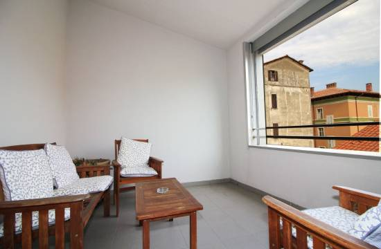 PULA: Furnished three bedroom apartment for sale, excellent location!