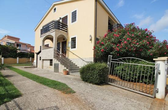 Apartment house for sale in Pomer!
