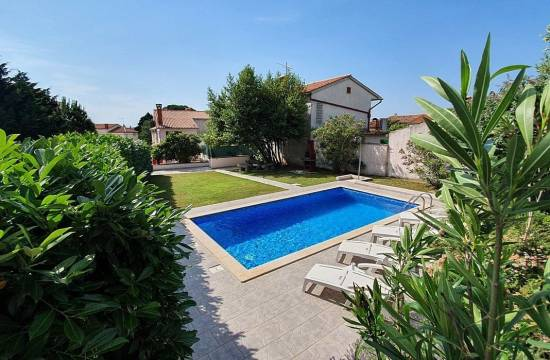 Semi-detached house with pool and garden in Marcana!