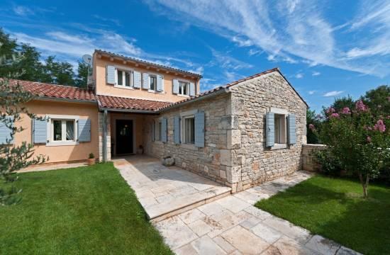 Atemberaubende Villa mit Pool und Land in einer grünen Umgebung!